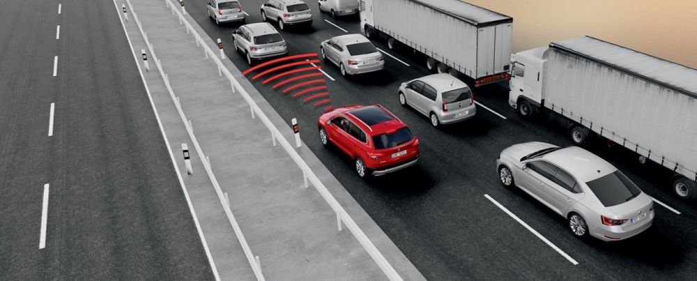ŠKODA KAROQ - traffic jam assist