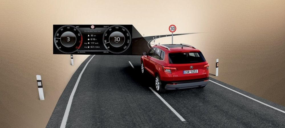 ŠKODA KAROQ - travel assist